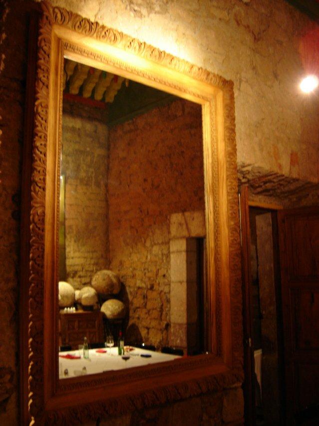 mirror-2-1553301-639x8522121179687.jpg